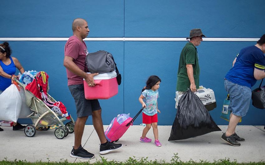 Florida ştatının şəhərlərində komendant saatı elan olunub