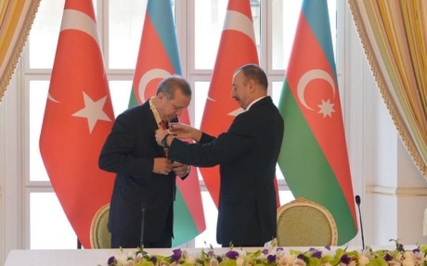 """Azərbaycan prezidenti Rəcəb Tayyib Ərdoğana """"Heydər Əliyev"""" ordeni təqdim edib"""