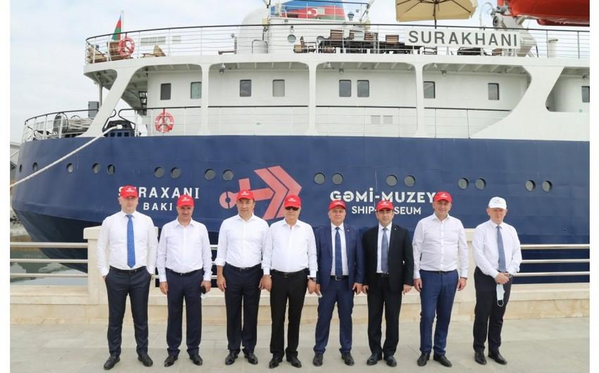 """Bir qrup xarici qonaq """"Suraxanı"""" gəmi-muzeyini ziyarət edib"""