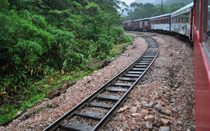 At least 3 dead in train derailment in US