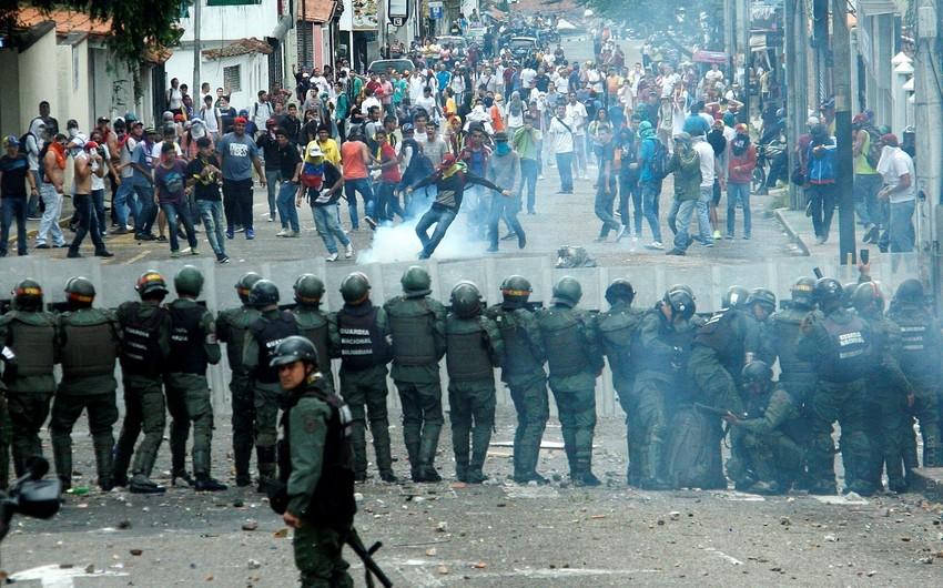Venesuelanın paytaxtında keçirilən etiraz aksiyalarında 46 nəfər xəsarət alıb