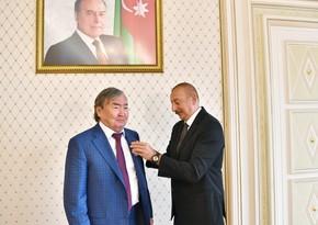 Ильхам Алиев вручил Олжасу Сулейменову орден Шараф