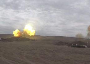 Artilleriya bölmələri düşmənə sarsıdıcı zərbələr endirir
