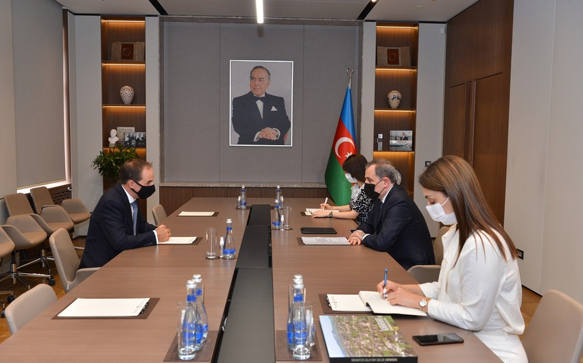 Ceyhun Bayramov YUNİSEF-in Azərbaycan Nümayəndəliyinin rəhbəri ilə görüşüb