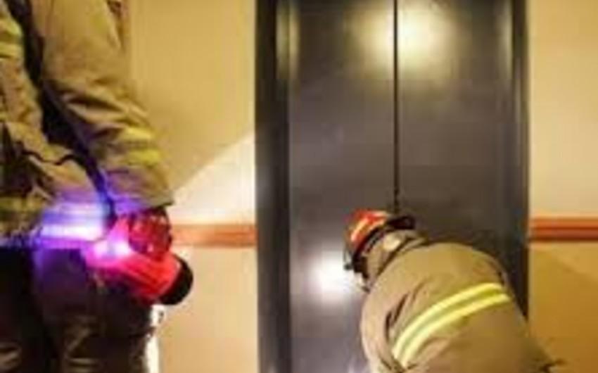 Bakıda liftdə köməksiz vəziyyətdə qalan 2 nəfər xilas edilib