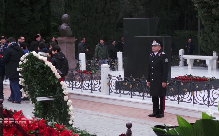 Сотрудники МНБ во главе с Мадатом Гулиевым посетили могилу Гейдара Алиева - ФОТО