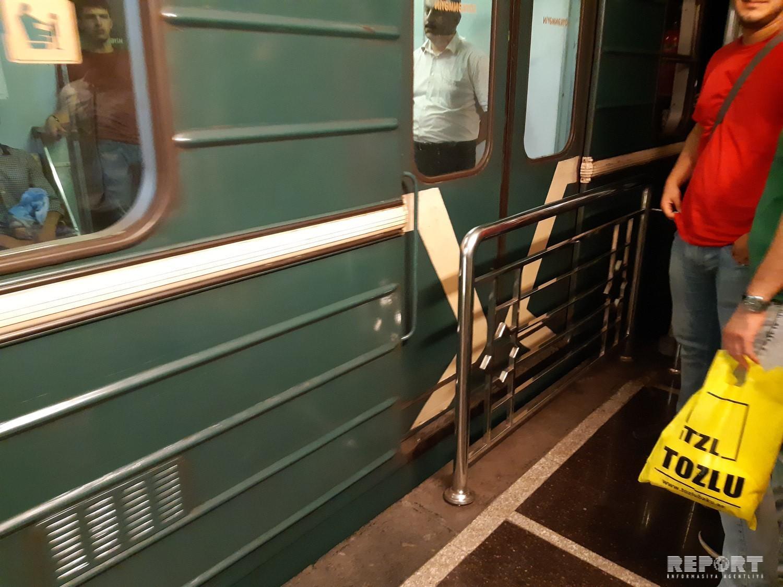 В бакинском метро машинист открыл двери, не доехав до станции