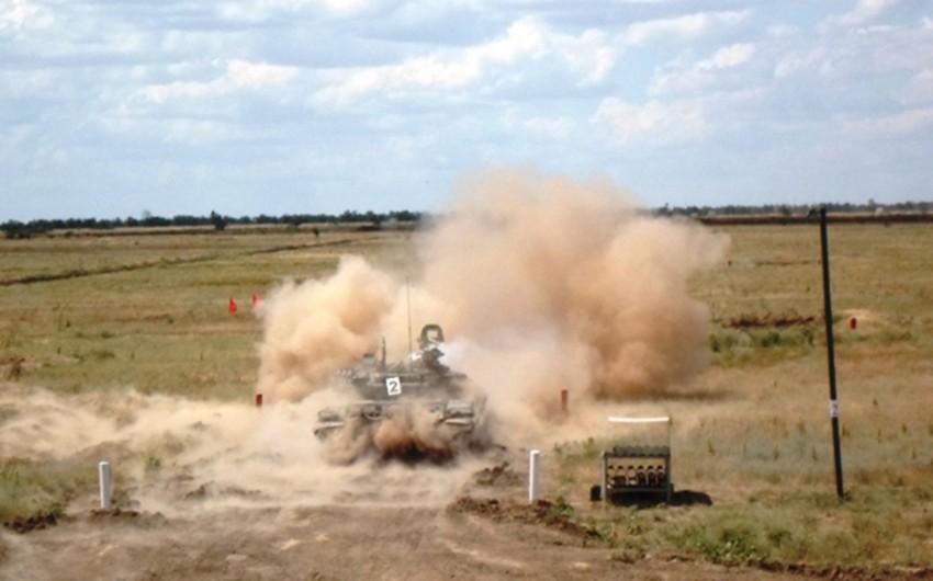 Rusiyanın Ermənistandakı hərbi bazasında tank bölmələrinin təlimi keçirilir