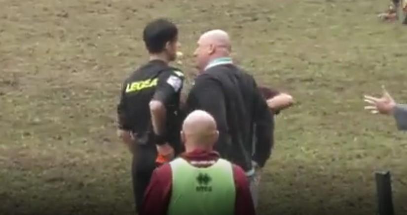 İtaliyada baş məşqçi hakimi vurduqdan sonra istefa verib