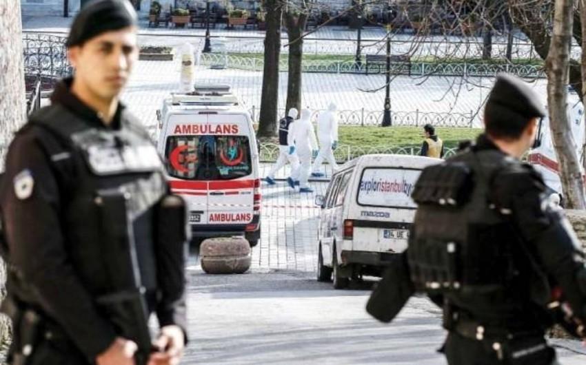 İstanbulda məhbus bıçaqla ətrafdakılara hücum edib, yaralılar var - VİDEO