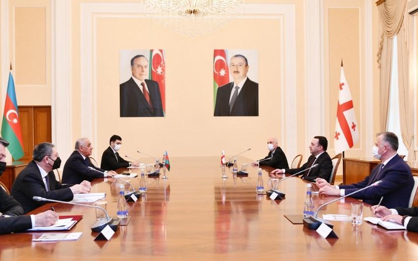 Əli Əsədov Gürcüstanın Baş naziri İrakli Qaribaşvili ilə görüşüb