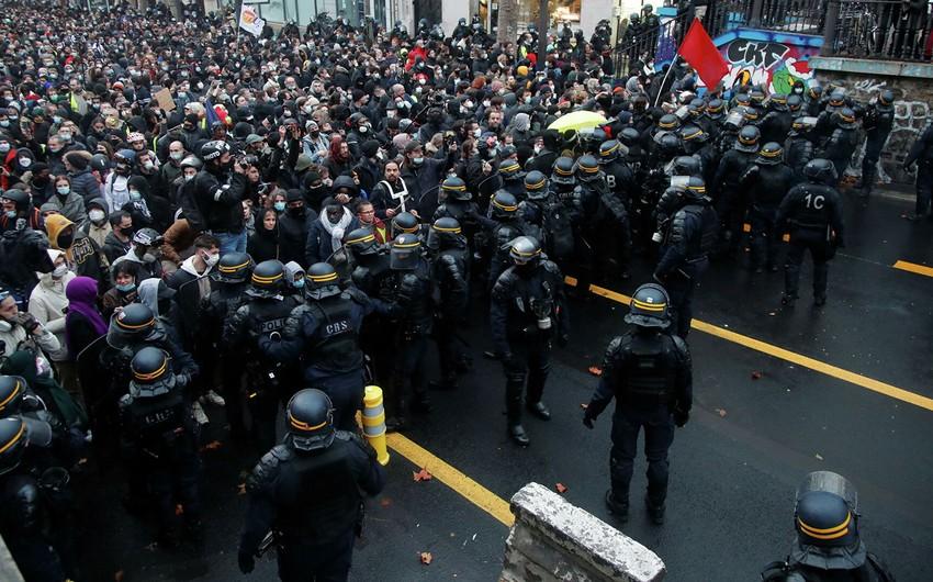 На акции протеста во Франции вышли 121 тысяч человек