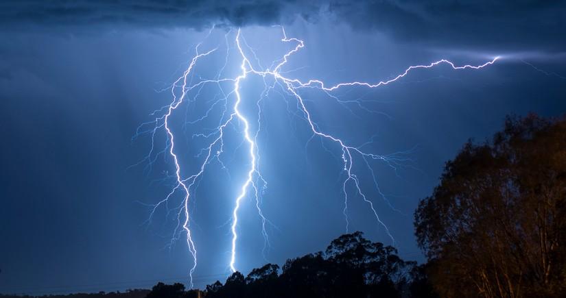 Ученые попытаются управлять молниями с помощью гигантского лазера