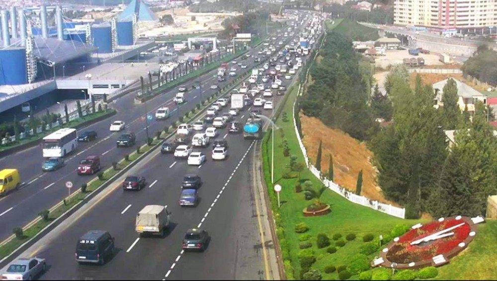 На шоссе Баку-Сумгайыт отмечается плотное движение транспорта