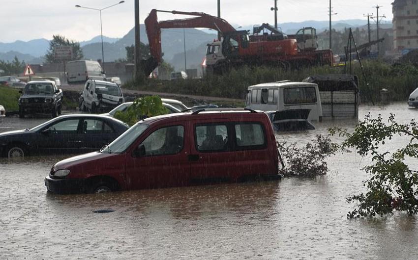 Türkiyədə sel 10 evi və bir neçə körpünü aparıb