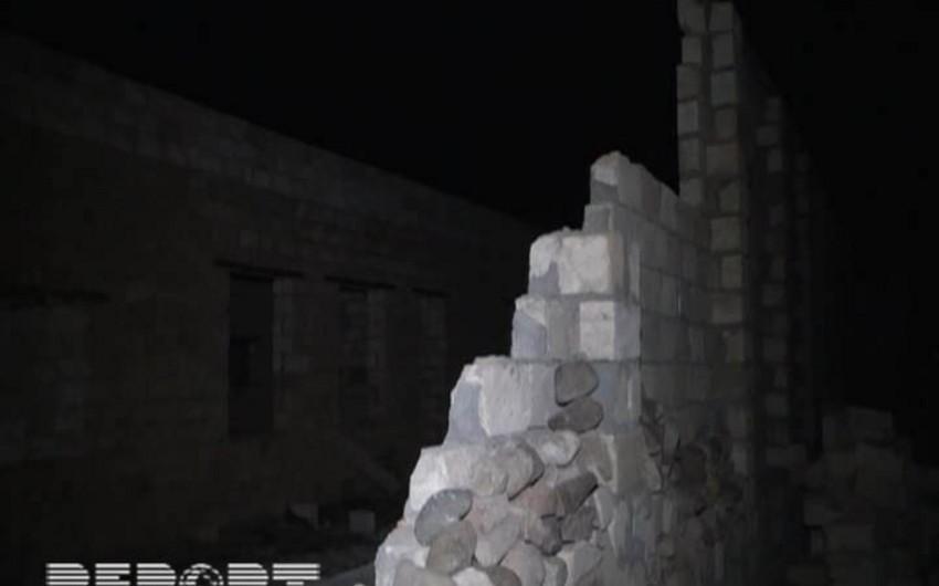 Tovuzda güclü külək nəticəsində bir neçə evin tavanı və hasarı uçub - FOTO