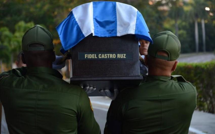 Fidel Kastronun külünü daşıyan avtomobil karvanı Kubanın şərqinə yola düşüb - FOTO