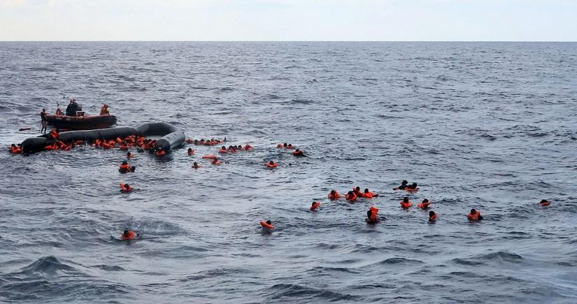 Около 60 направлявшихся в Европу мигрантов утонули у берегов Ливии