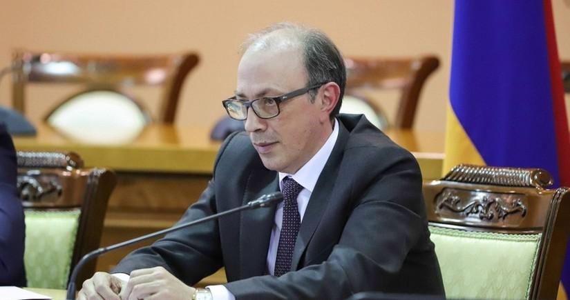 Ermənistanın XİN başçısı Gürcüstana qeyri-rəsmi səfər edib