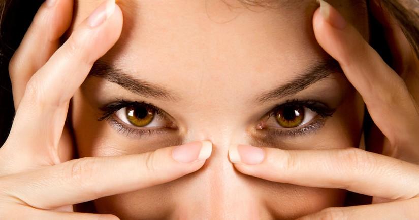 Alimlər bəzi xəstəlikləri insanın gözlərinin rəngi ilə əlaqələndirirlər