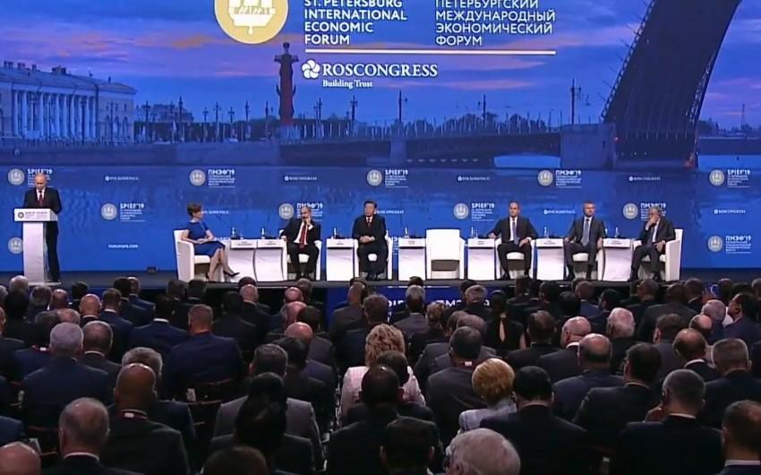 Sankt-Peterburq Beynəlxalq İqtisadi Forumunun plenar iclası başlayıb