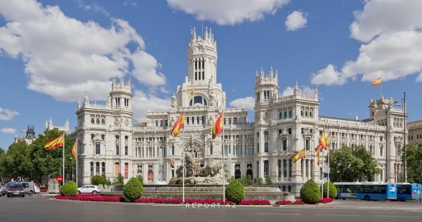 В Испании вводят особый режим из-за пандемии вплоть до мая