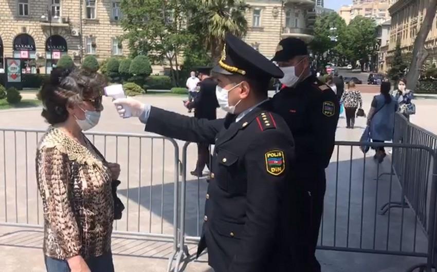 Bakıda polis vətəndaşların hərarətini ölçür - VİDEO