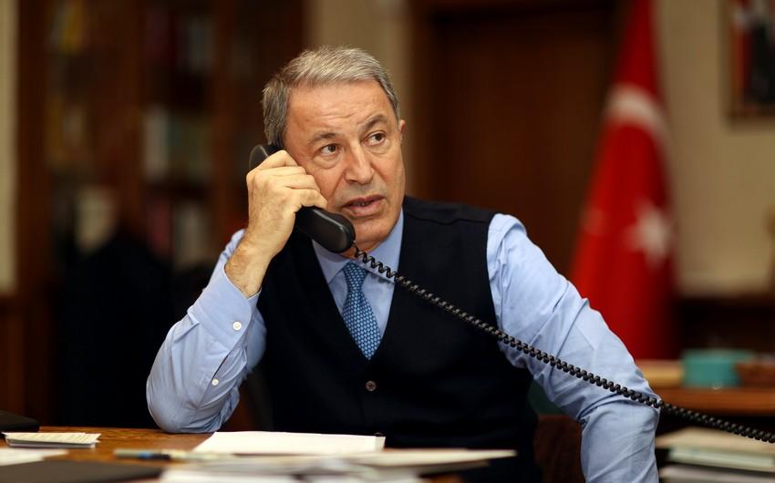 Türkiyə və Britaniya müdafiə nazirləri arasında telefon danışığı olub