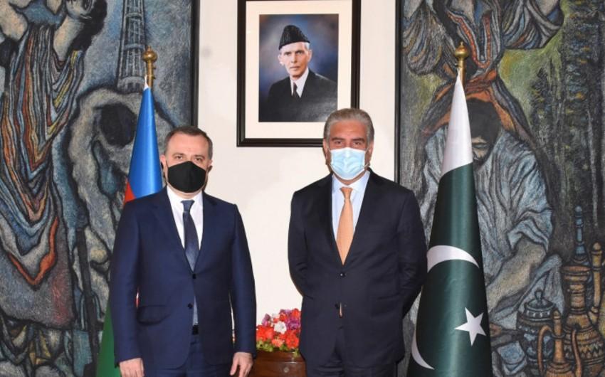 Пакистанский министр поздравил Азербайджан с освобождением своих земель