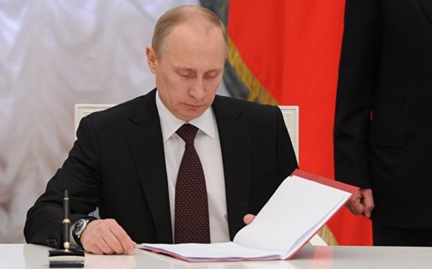 Vladimir Putin Türkiyəyə qarşı tətbiq edilən bəzi sanksiyaları ləğv edib
