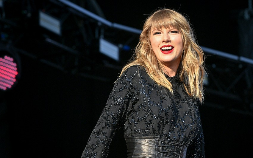 Taylor Swift named artist of year at American Music Awards