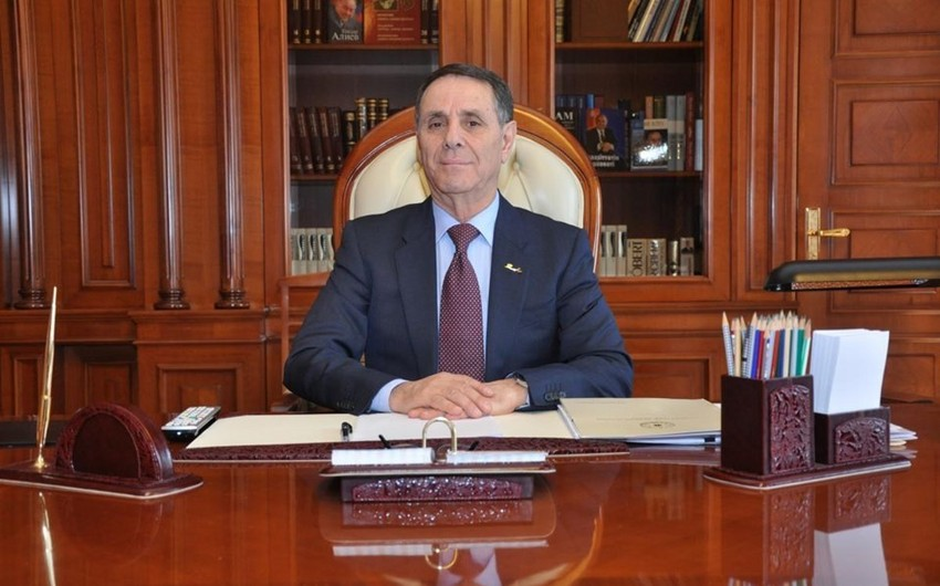 Президент Ильхам Алиев освободил от должности премьера Новруза Мамедова