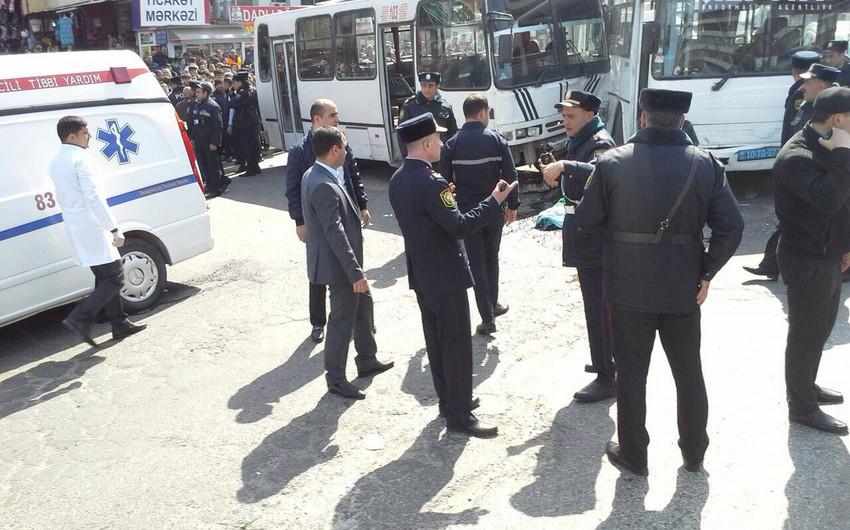 В Баку столкнулись автобусы, один человек погиб, 9 ранены