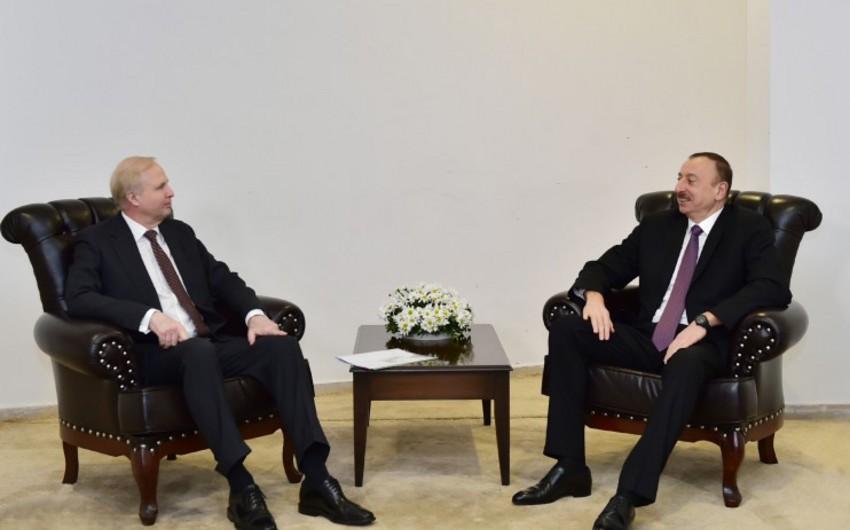 Prezident İlham Əliyev Qarsda bp şirkətinin baş icraçı direktoru Robert Dadli ilə görüşüb