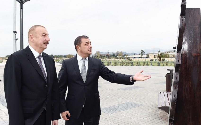Prezident Astarada dənizkənarı park-bulvar kompleksinin ikinci hissəsinin tikintisi çərçivəsində yaradılan şəraitlə tanış olub