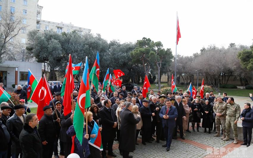 Türkiyənin Bakıdakı səfirliyinin qarşısında Afrinin terrorçulardan təmizlənməsinə dəstək aksiyası keçirilib