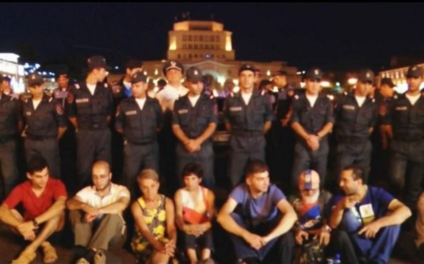 Ermənistanda etiraz aksiyaları davam edir