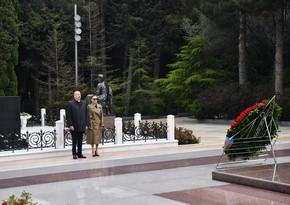President Ilham Aliyev, first lady Mehriban Aliyeva visit Alley of Honors