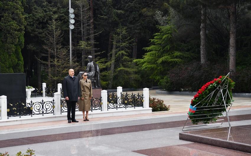 Президент Ильхам Алиев и первая леди Мехрибан Алиева посетили могилу великого лидера Гейдара Алиева