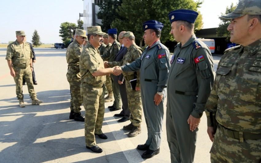 Zakir Hasanov met with the personnel involved in TurAz Qartalı-2015 exercises