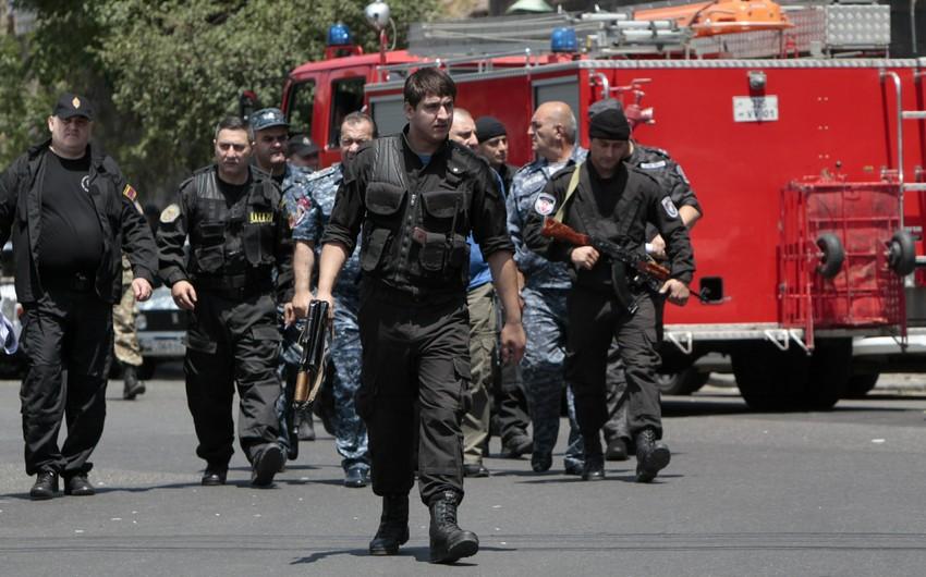 Yerevanda polislər küçədə qadına qarşı zorakılıq ediblər