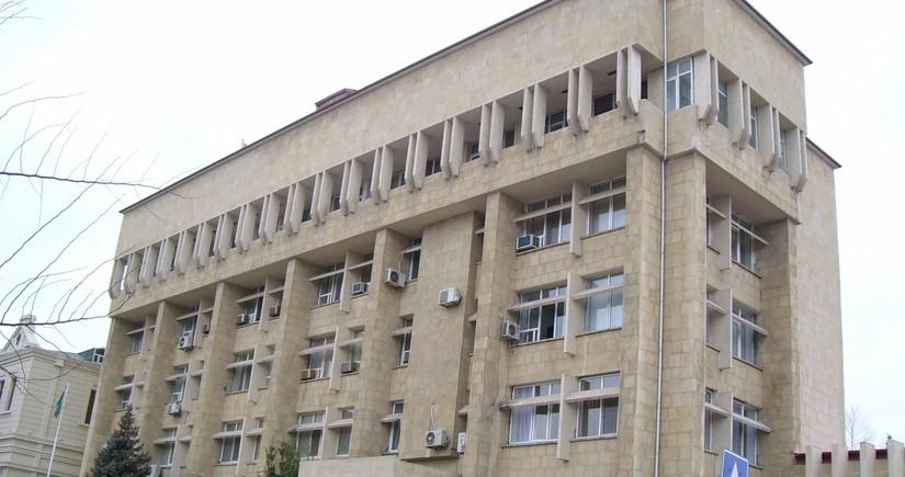 В Баку уволен скандальный чиновник