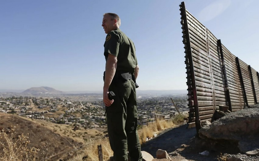 ABŞ-ın yeni prezidenti Meksika ilə divarın inşasını dayandırdı