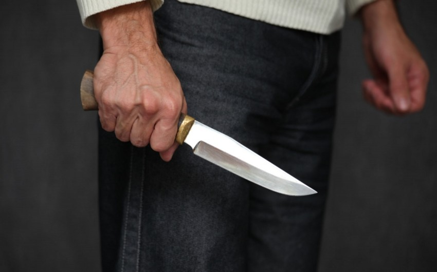 Bakıda orta yaşlı kişiyə bir neçə bıçaq zərbəsi vurulub