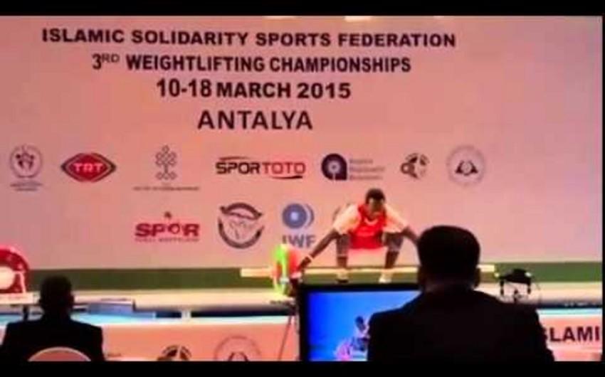 Azərbaycanın iki ağırlıqqaldıranının beynəlxalq yarışa buraxılmamasının səbəbi araşdırılacaq