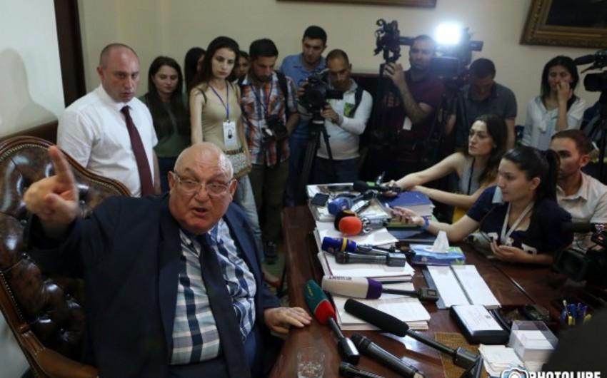 İstefası tələb edilən Yerevan Unversitetinin rektoru xəstəxanaya yerləşdirilib