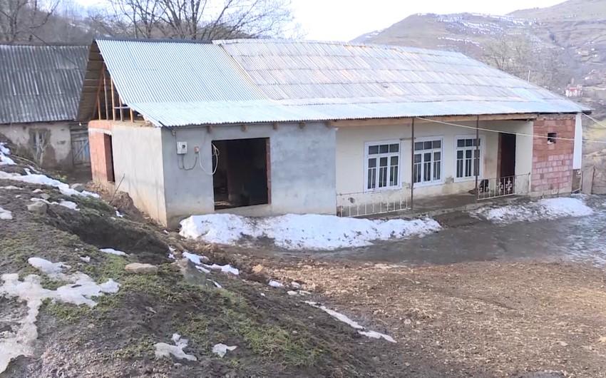 Lerikdə torpaq sürüşməsi ərazisində yerləşən evlər təhlükəli vəziyyətlə üzləşib