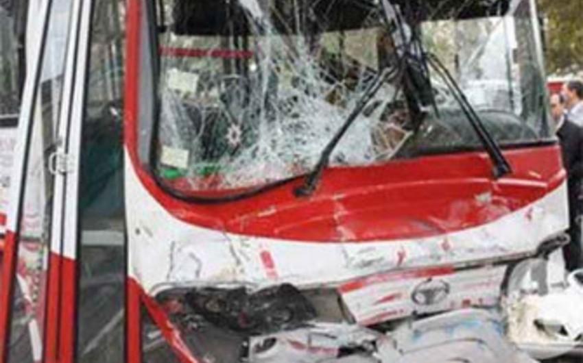 Bakıda sərnişin avtobusları toqquşub, 3 nəfər xəsarət alıb