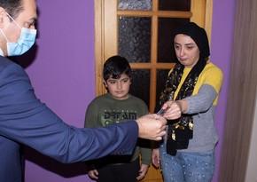 Şəhid ailəsinə təqaüd üzrə ödəniş kartı təqdim edilib