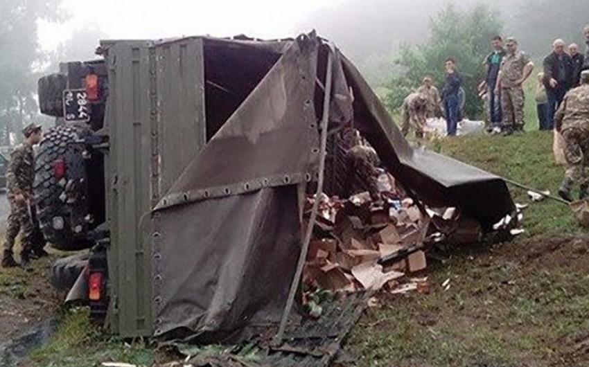 Ermənistanda 4 hərbi yük maşını toqquşub, 1 nəfər ölüb, 13 nəfər yaralanıb